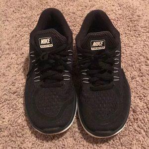 NWOT!! Black Nike Flex 2017 Run